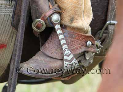 Dove wing spur straps in a stirrup