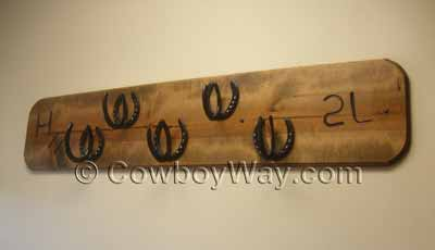 Horseshoe decor: A coat rack with horseshoe hangers