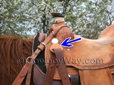 Roping saddle latigo keeper