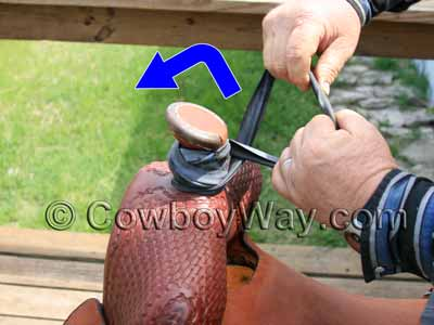 Continue wrapping the saddle horn